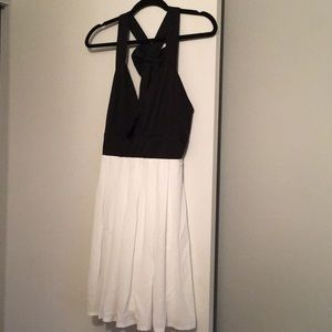 Dresses & Skirts - Medium summer dress new never worn
